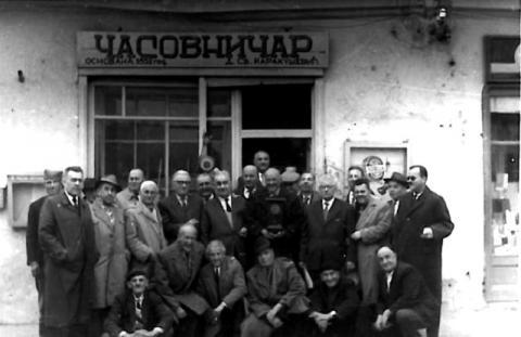 Pred radnjom Dobrivoja Karakuševića